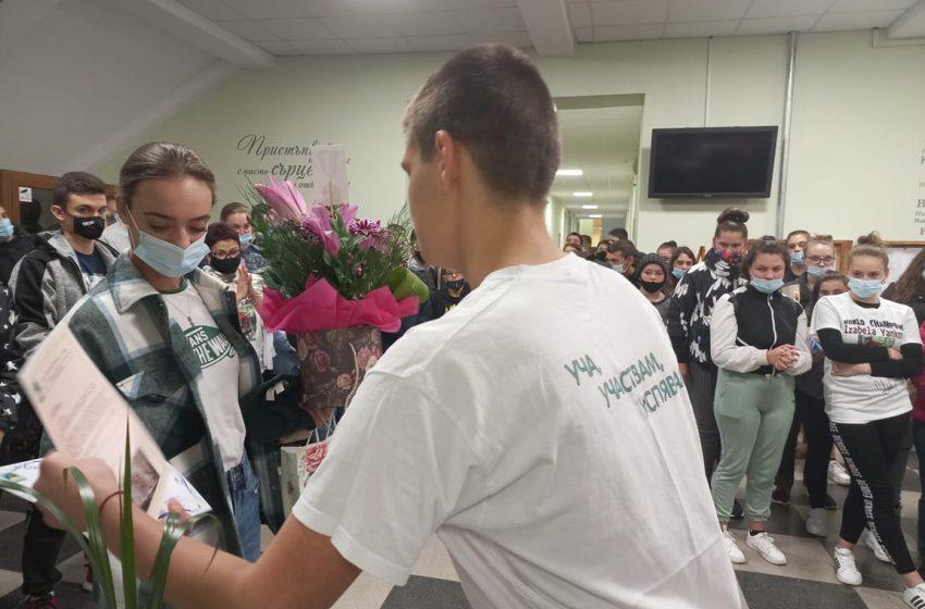 Ученици в Тетевен посрещнаха световната шампионка по планинско колоездене Изабела Янкова